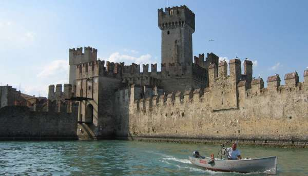 Itinerary 4 - Tour of Sirmione village